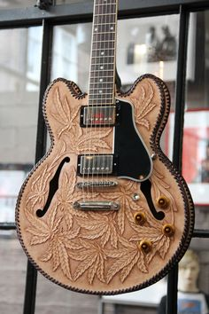 You should see the back! : http://www.musiccitypickers.com/product_images/g/527/IMG_8437__90121_zoom.jpg