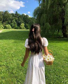 imagem descoberto por Vaena ♛. Descubra (e salve!) suas próprias imagens e vídeos no We Heart It Spring Aesthetic, Classy Aesthetic, Nature Aesthetic, Aesthetic Hair, Aesthetic Photo, Aesthetic Pictures, Aesthetic Clothes, Image Halloween, Tumbrl Girls