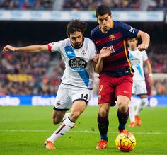 Luis Suarez of FC Barcelona (R) fights for the ball with Alejandro Arribas of RC Deportivo La Coruna during the La Liga match between FC Barcelona and RC Deportivo La Coruna at Camp Nou on December 12, 2015 in Barcelona, Catalonia.