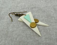 Polymer clay geometric Mint Green, white and Gold exclamation spike dangle earrings with gold patina ear hooks by modernmelon on Etsy