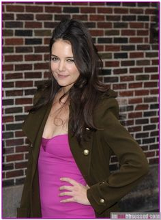 Whoa, Katie Holmes is looking sassy!  What a difference a few months can make.  Katie seems to have rebounded from her divorce quite nicely and was looking fab as she stopped by the Ed Sullivan Theatre today to visit with David Letterman.