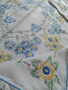 Vintage hand embroidered Irish linen tablecloth - yellow & blue Daisies   Antiques, Fabric/Textiles, Embroidery   eBay!