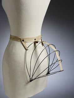 The Motley Maker: 1884 Collapsible Wire Bustle Tutorial