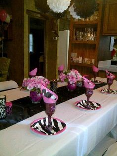 Beautiful Table Decor For A Birthday Using A White Tablecloth And Black  Table Runner! Thanks