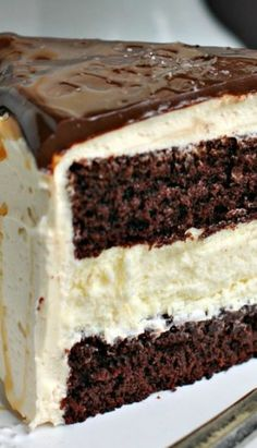 This would be a nice cake for a birthday gift. Salted Caramel Chocolate Cheesecake Cake Recipe ~ beautiful and delicious Cheesecake Cake, Chocolate Cheesecake, Cheesecake Recipes, Dessert Recipes, Salted Caramel Cheesecake, Salted Caramel Chocolate, Chocolate Caramels, Salted Caramels, Flourless Chocolate