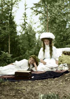 The Grand Duchesses Olga and Maria on a picnic with the Empress Alexandra Feodorovna Olga Romanov, Anastasia Romanov, Cousins, Romanov Sisters, Grand Duchess Olga, House Of Romanov, Alexandra Feodorovna, Old Portraits, The Lost World