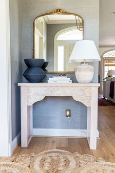 How to make a DIY carved entryway console table Craft Projects For Kids, Cool Diy Projects, Home Projects, The Woodhouse, Entryway Console Table, Foyer, Home Hacks, Diy Woodworking, Wood Furniture
