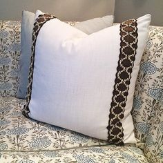 lee jofa trim on solid pillows?