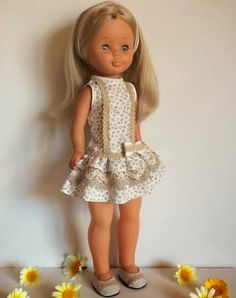 "Vestidos Para Nancy ""El Costurero De Chus"": Modelo Abril Ag Dolls, Cute Dolls, Girl Dolls, Vestidos Nancy, Nancy Doll, Disney Animator Doll, American Girl Crafts, Madame Alexander, Girl Doll Clothes"