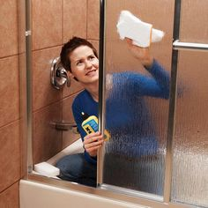 Professional house cleaners spill their secrets: top 10 household cleaning tips for tough problems. plus links to other cleaning tips. rainex on your shower doors / walls? Household Cleaning Tips, Diy Cleaning Products, Cleaning Solutions, Cleaning Hacks, Speed Cleaning, Household Cleaners, Cleaning Supplies, Daily Cleaning, Clean Freak