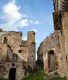 Craco, Italy has been abandoned since 1963. The last of its 1,800 inhabitants left hurriedly after a series of earthquakes and landslides had rendered their beautiful hometown uninhabitable. Craco's history reaches as far back as 540 AD when it was known as 'Montedoro' under Greek rule and tombs from this period have been discovered on the hill town.