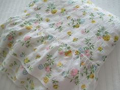 White Floral Ruffle Bedspread Twin by TheHappieHippie on Etsy