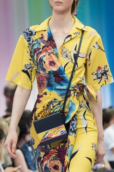 ,Paul Smith Spring 2018 Men's Fashion Show Details, Men's Runway, Menswear Collections at TheImpression.com - Fashion news, street style, models, backstage, accessories, and more