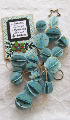 ♡ tuto des boules en papier ♡ - Décoration, Diy, Tuto Crochet et Papier tuto diy boules en papier paper All Things Christmas, Christmas Time, Christmas Crafts, Christmas Ideas, Diy Paper, Paper Crafts, Diy Crafts, Paper Balls, Navidad Diy
