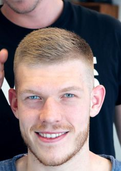 classic -- slick (but without tonic or grease) Mens Hairstyles With Beard, Hair And Beard Styles, Hairstyles Haircuts, Short Hair Styles, Hot Haircuts, Very Short Haircuts, Classic Haircut, Beard Fade, Hair Cuts