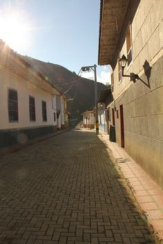 Buen día Abriaquí by Alejo, en Vespa, via Flickr Vespa, Traveling, Explore, Colombia, Wasp, Viajes, Hornet, Travel, Vespas