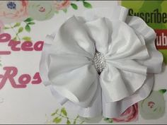 Flower Crafts, Diy Flowers, Flowers In Hair, Diy Bow, Diy Hair Bows, Ribbon Embroidery, Embroidery Kits, Baby Hair Bands, Maternity Sash