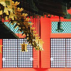 Japanese geometry.  Géométrie nippone.  #japan #japon #kansai #visitwakayama #wakayama #koyasan #mountkoya #lantern #bouddhism #shingonbuddhism #orange #kukai #travel #visitjapanfr #japanlover #japan_of_insta #japanphoto #japanfocus #japantrip #japangram #explorejapan #eos70d #japankudasai Wakayama, Beau Site, Japan Photo, Japan Travel, Geometry, Lanterns, Japanese, Orange, Instagram