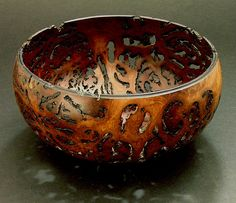 Turned bowl from gimlet burl by Jack de Vos