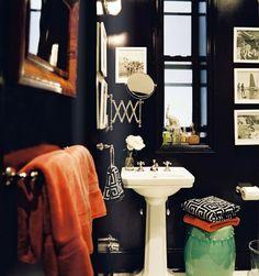 ORANGE BATHROOM TOWELS.