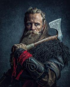 Viking Warrior, Viking Shield, Viking Art, Character Portraits, Character Art, Character Design, Viking Cosplay, Viking Costume, Medieval Cloak