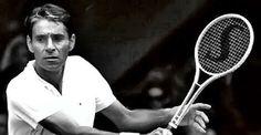 Pancho Gonzales è stato uno dei più grandi tennisti della storia.  Nato negli Stati Uniti, resto per 8 anni in testa alla classifica mondiale tra gli anni '50 e '60 giocando da professionista.