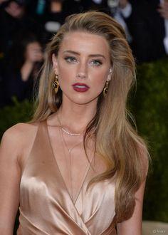 Amber Heard sur le tapis rouge du Met Ball 2016 à New York.