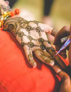Mehendi Designs - Beautiful Hand Jaal work Mehendi for the Sister of the Bride | WedMeGood | #wedmegood #mehendi designs #mehendi #indianwedding #indianbride #jaalwork