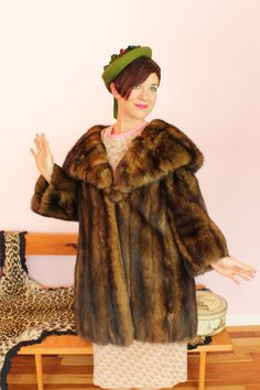 The shawl collar is incredible! Fifties Fashion, Vintage Fall, Shawl, 1960s, Autumn Fashion, Fur Coat, The Incredibles, Amazing, Jackets