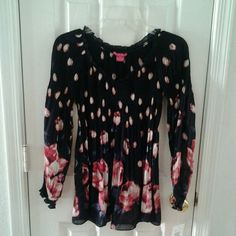 Sunny Leigh Peasant Style Blouse New, never worn, black print peasant blouse. The size is PP. It's very roomy, though so it's really equivalent to a size small. Sunny Leigh Tops Blouses