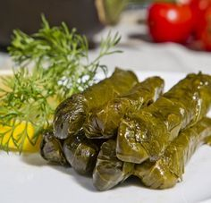 Stuffed vine leaves with rice and aromatic herbs - Dolmades Greek Dishes, Side Dishes, Main Dishes, Summer Meal Planning, Kids Meal Plan, Cooking Classes For Kids, Mouth Watering Food, Aromatic Herbs, Vegan