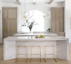 Modern Kitchen Design, Interior Design Kitchen, Modern French Kitchen, Parisian Kitchen, American Kitchen Design, White Interior Design, Neutral Kitchen Interior, Interior Design Inspiration, Modern Townhouse Interior
