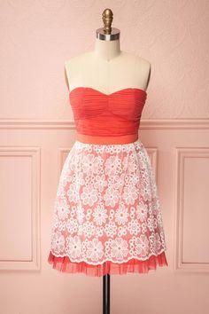 Selena ♥ L'abondance de détails de cette robe ajoutera un brin de folie à votre quotidien. This profusely detailed dress will add a touch of playfulness to your daily life.