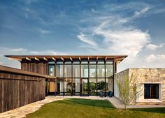 Texas Residence by Michael Hsu Architects