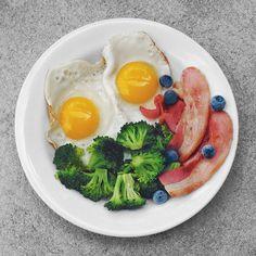 fried eggs, broccoli, bacon + blueberries. paleo, gluten-free