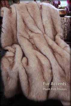 Luxurious Brown Tip Fox Faux Fur Throw  / Comforter / Blanket / Soft Brown Tip Arctic Fox / Premium Pelt / 5'  / New
