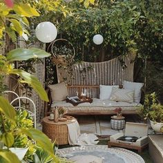 23 Magical Outdoor Hanging Decoration Ideas to Bring Your Patio to Life - The Trending House Backyard Seating, Backyard Patio, Backyard Landscaping, Landscaping Ideas, Backyard Plants, Cozy Patio, House Plants, Outdoor Patio Designs, Outdoor Decor