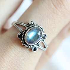 This Sterling ring is hand made with sterling silver 925 and a moonstone. Please be aware due to the stone is natural there will be some unique