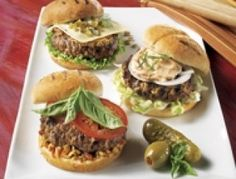 Recipe: Deer Hamburger- Preheat the barbecue over medium-high warmth. In a bowl, mix the chopped deer, onion, breadcrumbs and garlic powder. Form into eight skinny patties. Brush every patty with barbecue sauce … - Hamburger Buns, Hamburger Recipes, Meat Recipes, Sauce Barbecue, Barbecue Recipes, Venison Burgers, Bbq Steak, Ground Venison, Bread Crumbs