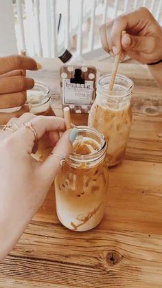Weight Loss Cutting Out Junk Food - Bebidas Do Starbucks, Starbucks Drinks, Coffee Drinks, Iced Coffee, Starbucks Coffee, Aesthetic Coffee, Aesthetic Food, But First Coffee, Coffee Love