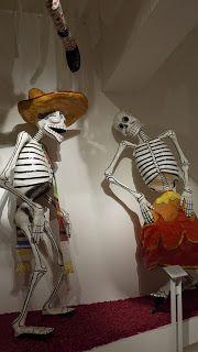 Dia de los Muertos: Calaveras de Papel Mache Aztec Art, Mexican Art, Day Of The Dead, Sugar Skull, Paper Crafts, Folklore, Leggings, Halloween, Schools