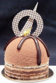 Opera Dom - beautiful plating and presentation chocolate. Small Desserts, Fancy Desserts, Just Desserts, Dessert Recipes, Cupcakes, Cupcake Cakes, Opera Cake, Dessert Presentation, Weight Watcher Desserts