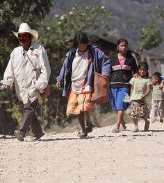 Evangélicos abandonan su pueblo en México debido a presión de católicos