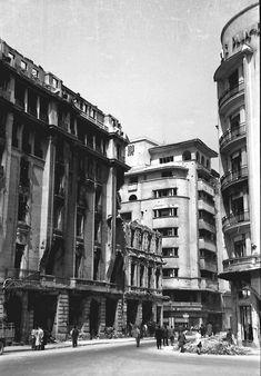 15 Aprilie 1944 Bucharest bombing romania world war 2 bombardamente bucuresti Bucharest Romania, British American, Rare Photos, World War Ii, Past, Street View, Memories, Wooden Crafts, World War Two