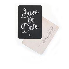 <p>Carte postale Save the date (retiens cette date)<span>, coins arrondis</span>, fabriqué en France, design Cinqmai. A fixer au dessus de son lit, dans son bureau , à offrir ou à envoyer avec une bonne nouvelle !. On aime ce graphisme simple le joyeux message écrit sur fond ardoise !</p> <p><em><br /></em></p>
