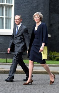 UK Prime Minister Theresa May's Shoe Game is Ridiculously Strong She has Type 1 Theresa May Pm, Teresa May, News Fashion, Love Fashion, Fancy Shoes, Me Too Shoes, Orange Pencil Skirts, Premier Ministre, British Prime Ministers