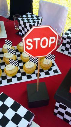 Stop Sign                                                                                                                                                                                 Más