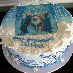 The whole cast was transferred onto the top of this Frozen cake. Source: Instagram user creativecakesoc