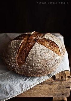 Pan de cerveza, espelta y miel - Spelt bread made with beer and honey Bread Bun, Bread Rolls, My Daily Bread, Spoon Bread, Beer Bread, Pain Au Levain, Rustic Bread, Spelt Flour, Mets