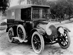 Maryborough Ambulance Transport Brigade, Queensland, Australia (circa 1920) v@e